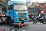Xe container tông chết một thiếu nữ