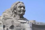 Còn gì chưa nói phía sau tượng đài Mẹ Việt Nam Anh hùng giá 411 tỷ?