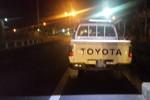 Cảnh sát giao thông chạy theo xe tải trong đêm khuya vì…một bóng đèn
