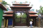 Sáng nay, ông Ngô Văn Quang bắt đầu đập bỏ biệt phủ xây trái phép ở núi Hải Vân