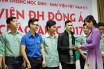 Hàng trăm vé xe Tết tặng sinh viên vùng lũ về quê đón Tết