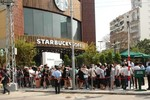 """Starbucks lạc lõng giữa """"gu"""" uống cà phê của người Sài Gòn"""