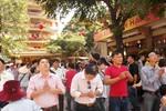 Sáng mồng 1, người dân TP.HCM đi lễ chùa cầu quốc thái, dân an