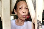 Sự thật bất ngờ về video người mẹ quỳ lạy con như 'thánh sống'