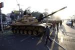 Ai Cập: Xe tăng, xe bọc thép án ngữ Phủ Tổng thống