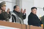 Xuất hiện gương mặt lạ bên cạnh ông Kim Jong-un