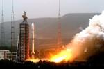 """Triều Tiên tiếp tục phóng tên lửa tầm xa, """"quét sạch"""" liên quân Mỹ Hàn"""