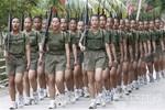 Nữ binh Thủy quân lục chiến Philippines cắt đầu đinh, đội quả chuối