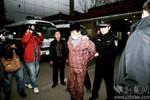 Trung Quốc bắt thanh niên bệnh hoạn cắn đứt ngón tay trẻ nhỏ, ông già