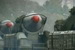 Bắc Triều Tiên lắp 2 quả tên lửa đạn đạo lên bệ phóng di động