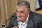 """Tổng thống Uruguay gọi người đồng nhiệm Argentina là """"mụ phù thủy già"""""""