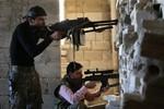 Phiến quân Syria tấn công dữ dội căn cứ của phe Assad ở Aleppo