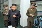 Kim Jong-un quảng bá điện thoại di động thông minh Arirang