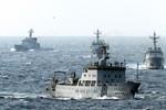 """14 tàu Cảnh sát biển Trung - Nhật đang """"cài răng lược"""" ngoài Senkaku"""
