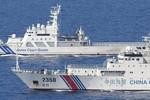Video: Cảnh sát biển Nhật - Trung 1 kèm 1 vờn nhau ngoài Senkaku