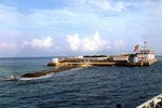 """Tàu Philippines mắc cạn ở đá Chữ Thập, TQ phái Hải tuần """"canh giữ"""""""