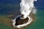 Video: Núi lửa phun trào trên đảo mới ngoài khơi Nhật Bản