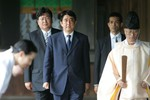 Thủ tướng Nhật Bản Shinzo Abe bất ngờ thăm đền Yasukuni