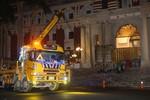 Xe tải tông thẳng vào cửa chính văn phòng Mã Anh Cửu