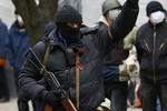 Đội quân mặt nạ tràn ngập miền Đông, Ukraine huy động an ninh cả nước