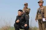 Kim Jong-un đích thân bày binh bố trận, chỉ huy pháo kích