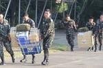 5 tàu Trung Quốc vây bãi Cỏ Mây, Philippines dùng máy bay tiếp tế