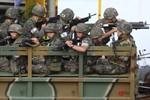Quân đội Hàn Quốc bao vây suốt đêm vẫn chưa bắt được binh sĩ xả súng