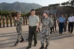 Vừa tuyên bố điều tra Chu Vĩnh Khang, Tập Cận Bình thị sát quân đội