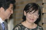Vợ Thủ tướng Shinzo Abe: Dù bận rộn ông vẫn giúp vợ làm việc nhà