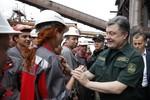 Tổng thống Ukraine tận dụng lệnh ngừng bắn mong manh thăm Mariupol