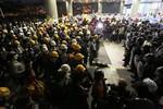 Biểu tình Hồng Kông biến thành xung đột bạo lực