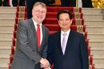 """""""Việt Nam sắp ký FTA với EU, TPP với Hoa Kỳ, Trung Quốc luống cuống"""""""