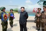 Tại sao ông Kim Jong-un không còn đeo huy hiệu in hình ông nội và cha?