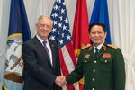 Tướng James Mattis nói gì về Biển Đông và Trung Quốc khi tới Việt Nam?