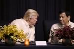 Ông Rodrigo Duterte lại xoay trục trở lại Mỹ?
