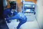"""Clip: Kể trộm liều lĩnh """"phá cây ATM lấy sạch tiền"""" gây xôn xao"""