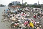 Bãi rác tự phát bốc mùi hôi thối tràn lan trên quốc lộ 5