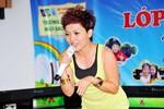 """Ca sĩ Thái Thùy Linh """"khuấy đảo"""" lễ tổng kết trường tiểu học Ngôi Sao"""