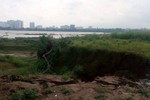 """Chính quyền """"bất lực"""" để doanh nghiệp hút cát, nguy cơ sạt lở đôi bờ sông Hồng"""