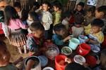 """""""Ăn cả tấn gạo"""" của học sinh ở Yên Bái, lãnh đạo trường bị bắt"""