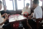 Hiệu trưởng Trường Cao đẳng sư phạm Hưng Yên tham gia đánh bài khi đi công tác