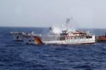 Thêm hình ảnh Trung Quốc tấn công tàu Việt Nam quanh giàn khoan 981