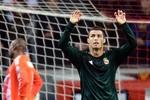 Ajax 1-4 Real: 4 ngày 2 hat-trick, Ronaldo mang 'bom' tới Camp Nou