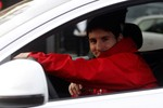 Messi, Pique, Villa... diện áo đỏ, tươi rói đi nhận xế hộp Audi
