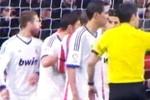 Nhổ bọt vào đối thủ, Sergio Ramos dính đòn thù