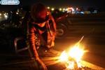 Chùm ảnh: Người Hà Nội đốt lửa chống rét