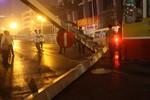 Sẽ xử lý nghiêm xe buýt húc đổ cổng thép trên cầu vượt Láng Hạ