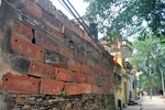Kỳ lạ trong ngôi làng cổ xưa người dân xây nhà bằng tiểu sành