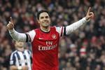 Arsenal 2-0 West Brom: Arteta lập cú đúp, Wenger tạm thoát hiểm