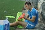 Tâm thư gửi cầu thủ Việt Nam: Than ít thôi, đá bóng đi các chàng trai!